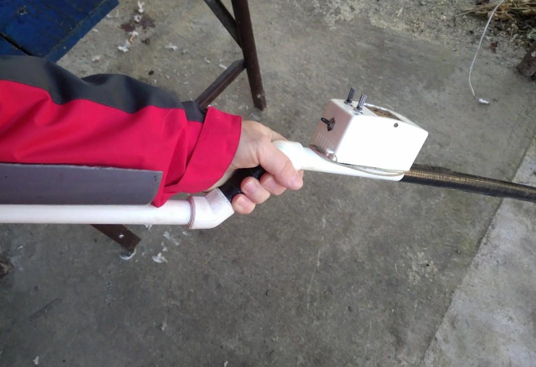Металлоискатель пират в сборе держу в руке