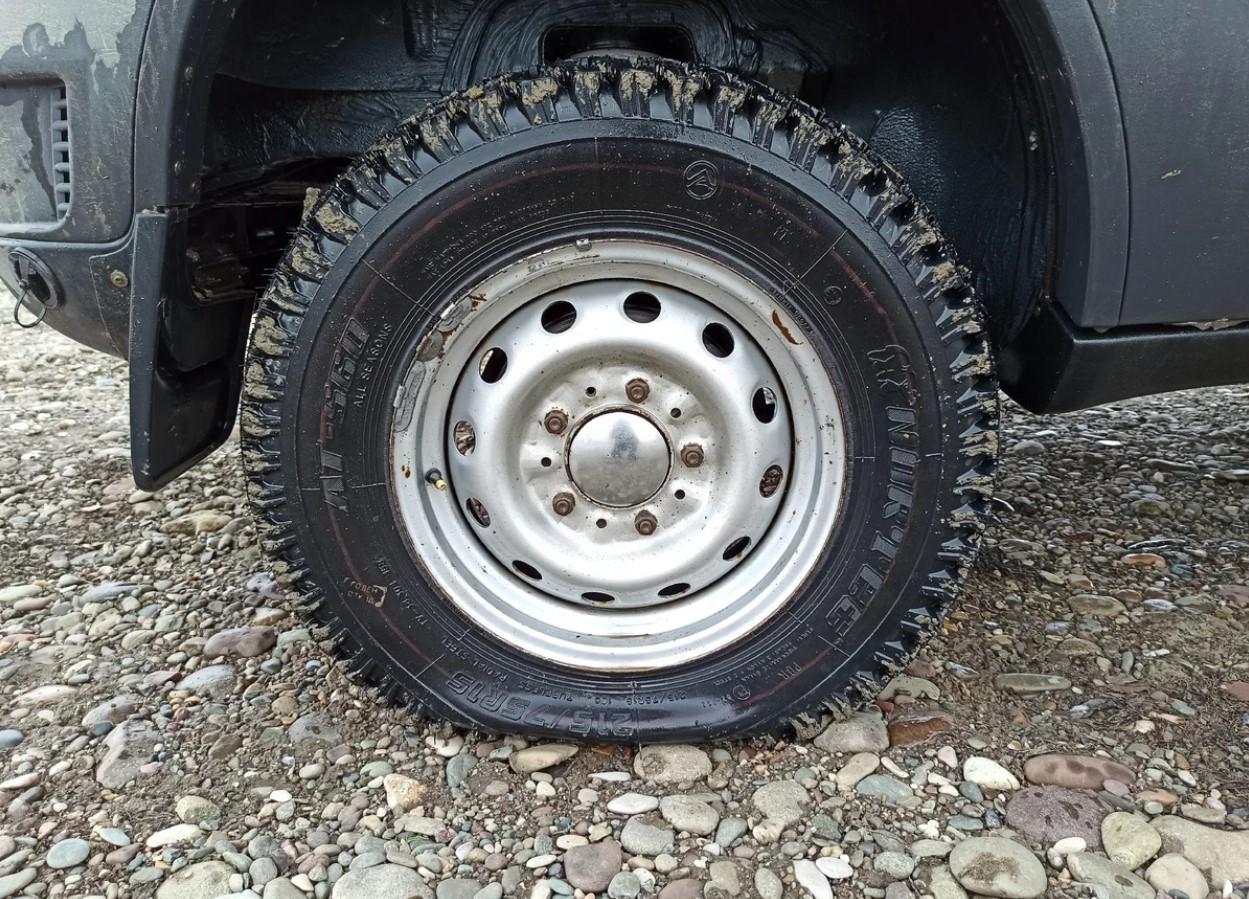 Как накачать спущенное автомобильное колесо без компрессора или насоса