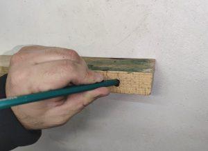 Разметчик глубоких отверстий из баллона краски своими руками